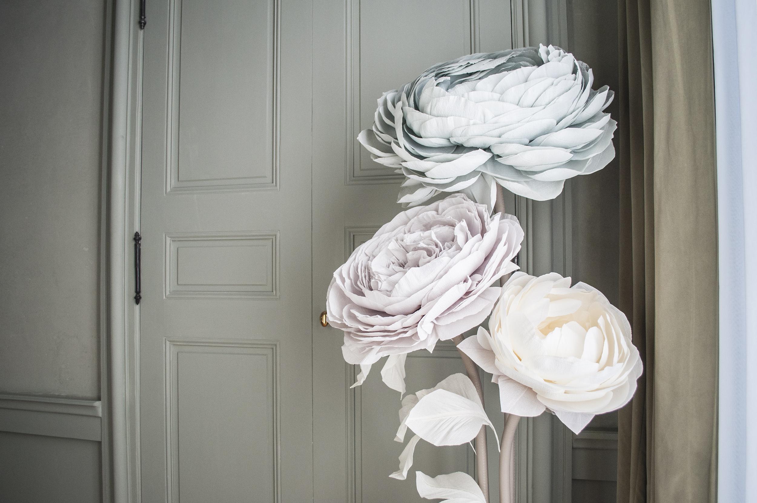 Fleurs géantes en papier - décoration hôtel d'exception